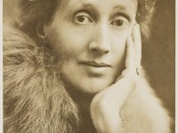 Virginia Woolf alla National Portrait Gallery